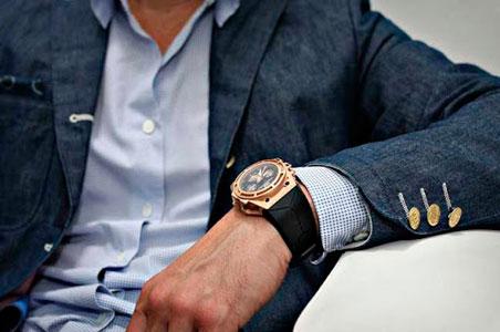 Зараз годинник на руці не є практичним і функціональним аксесуаром.  Дізнатися час можна на телефоні 99290b4c41117